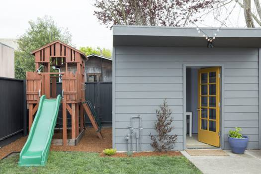 Outdoor storage buildings: prefabricated, kits or build from scratch?