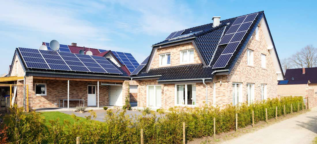 Installing-Solar-Panels-on-Your-Roof-For-Efficient-Home-Energy-This-Winter