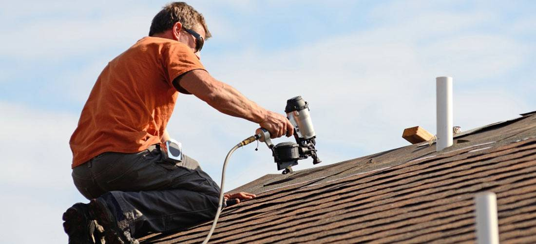 Finding-the-right-contractor-to-install-your-asphalt-shingle-roof