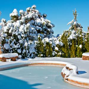 Swimming-Pool-Maintenance-Tips-for-Fall-and-Winter-Months-2