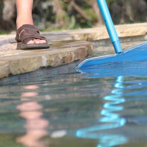 Swimming-Pool-Maintenance-Tips-for-Fall-and-Winter-Months-3